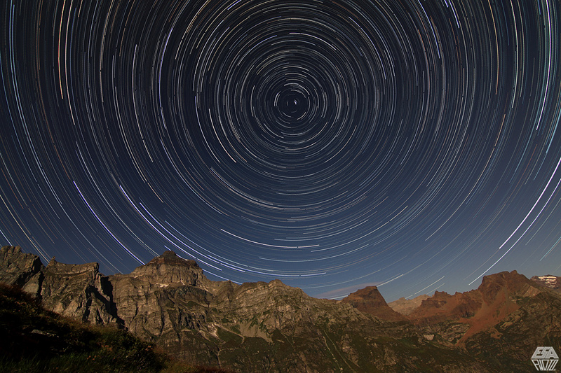 Startrail polare by emanuele follesa (www.esaphoto.it)